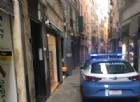 Giovane donna cade dal quarto piano: stava stendendo