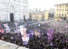In migliaia ai funerali di Davide Astori: il papà di Francesca si sente male