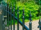 Cade e si infilza in un cancello: grave 56enne