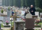 Scaraventata a terra e rapinata all'uscita dal cimitero: paura per una donna di 80 anni