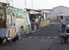 Roma, polizia presa a sassate per impedire arresti nel campo rom