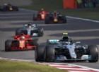 Hamilton è «un disastro»: lo salva solo la sfiga di Vettel
