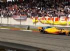 Ci si mette pure Alonso a spingere Vettel fuori pista: «Lotta scorretta»