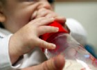 Accusati i genitori della neonata trovata morta in culla