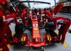 La Ferrari di Sebastian Vettel ferma in corsia dei box