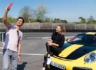 Webber e Sharapova, siparietto sulla Porsche: «Ti fidi di me?» «No!»
