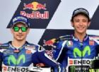Lorenzo provoca ancora Valentino Rossi: «Mi copiava». Ma lui lo difende