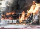 Roma, autobus in fiamme in pieno centro: «A rischio l'incolumità pubblica»