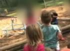 La maestra fa lapidare per punizione un bimbo di 4 anni dai compagni