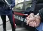 Follia di un 71enne: calci e pugni ai carabinieri, arrestato
