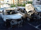 Fuoco in un parcheggio, quattro auto ridotte in cenere