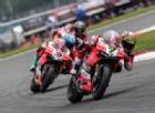 Disastro Ducati: Melandri cade, Davies arriva lontanissimo