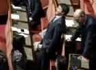 Renzi passa all'artiglieria pesante: lo spread? Tutta colpa di Di Maio e Salvini. E la Rete lo «lincia»