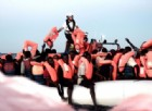 Migranti, sinistra e associazioni contro Salvini: «Chiudere i porti, un atto disumano»
