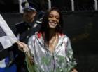 Che figuraccia: la top model sventola la bandiera a scacchi un giro prima