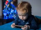 No a smartphone e tablet prima dei due anni. I rischi per la loro salute
