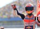 Marquez vince una battaglia epica: «Trionfo favoloso». Podio spagnolo