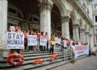 Gli attivisti di #restiamoumani incatenati a Roma: ecco cosa chiedono a Salvini e Toninelli