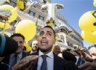 Palloncini e champagne: il M5s esulta in piazza per il taglio dei vitalizi