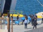 I 450 migranti trasbordati su navi italiane: ma Salvini non cede