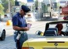 Il M5s vuole cambiare il codice della strada: addio patente a chi guida con lo smartphone