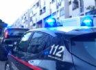 Sorpreso a rubare, afferra un coltello e si scaglia contro i carabinieri