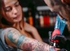 Inchiostro per tatuaggi ritirato dal Ministero della Salute: può causare il cancro