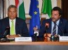 Lega e M5s si schierano con Orban. Ma Giorgia Meloni attacca: «Supercazzola»