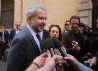 Borghi: «Con una sua moneta, l'Italia risolverebbe i problemi». E i mercati insorgono