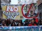 A Riace sfilano in centinaia per il sindaco dei migranti (anche la Boldrini)