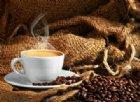 Ti risvegli con il mal di testa? L'astinenza da caffeina è tra le possibili cause