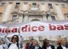 #Romadicebasta: migliaia sfilano contro la Raggi. Il M5s: «Piazza del Pd»