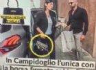 Il marito della Raggi spulcia nell'armadio per smentire la fake news della borsa Hermès
