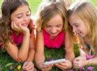 I ragazzi che usano troppo smartphone rischiano l'obesità (e forse anche il cancro)