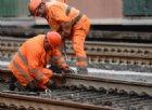 Frana sulla ferrovia, treno esce dai binari: nessun ferito