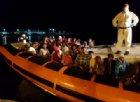 Affonda un gommone, libici salvano 120 migranti. Salvini: «Tanti saluti alle Ong»