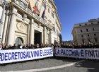 La Lega festeggia il decreto Salvini. La sinistra insorge: «Questo si chiama regime»