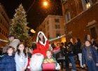 Le maestre tolgono Gesù dalla canzone di Natale? E la bimba si ribella