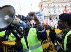 Scena razzista in centro a Torino: «Sono italiano e sto telefonando. Abbassa la musica, negra»
