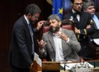 Manovra: Fraccaro pone la fiducia, bagarre e applausi ironici del PD in Aula