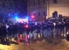 La festa della Lazio finisce in guerriglia: 8 agenti feriti
