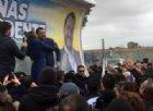 Salvini riceve la giacca della Compagnia Barracellare: «Se mi vede Saviano sviene»