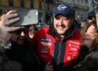 Caso Diciotti, Salvini dal predellino: «Se mi arrestano portatemi le arance»