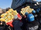 L'ira degli studenti contro l'apertura dei nuovi fast food: tafferugli e tensione in centro a Torino