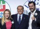 Salvini e Meloni mimano il verso di Berlusconi in conferenza in Abruzzo