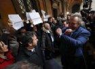 Diciotti, Giarrusso fa il gesto delle manette verso i senatori PD