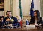 Raggi: «Se Salvini è Batman per 100 agenti in più a Roma io sono Wonder Woman»