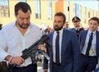 Foto di Matteo Salvini col mitra: ed è lite sui social con Saviano