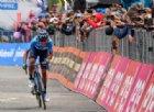 Giro d'Italia, impresa di Carapaz: trionfo e maglia rosa. Nibali terzo insieme a Roglic