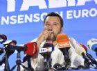 Lega primo partito, Matteo Salvini bacia il crocifisso: «Ringrazio chi è lassù»
